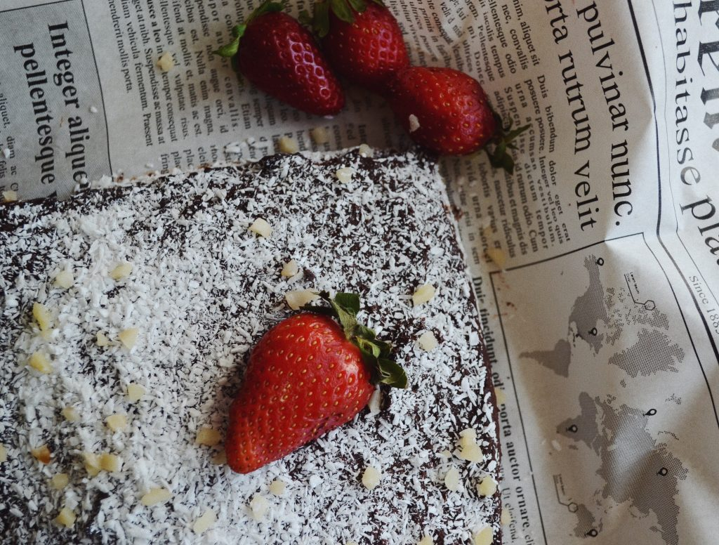 cocoa brownie with strawberries