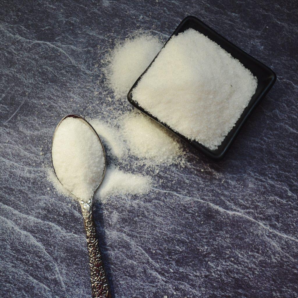 лъжичка бяла захар