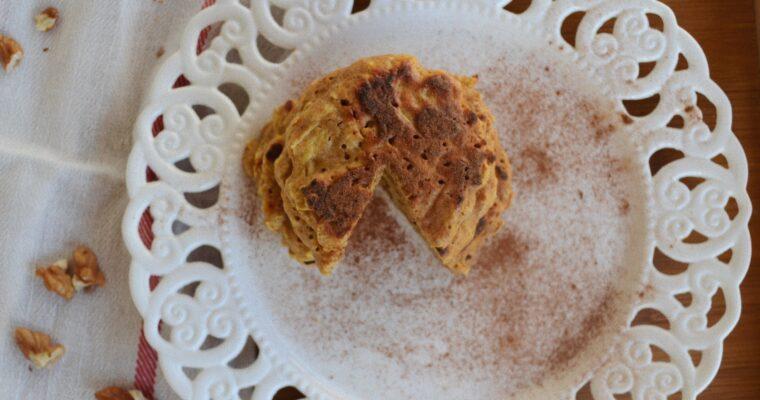 Пухкави палачинки с ябълка